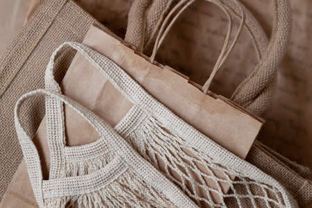 Various type of eco-friendly produce bags. Kraft paper, burlap and mesh textile reusable grocery bags, zero waste, plastic free concept, top view Standard-Bild