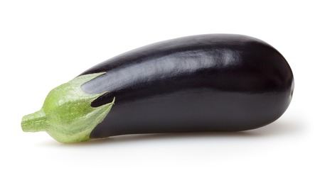 Verse aubergine geïsoleerd op witte achtergrond