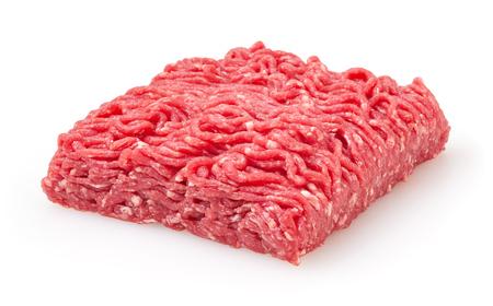 Carne macinata di manzo crudo fresco isolato su sfondo bianco