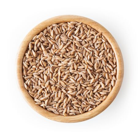 Grains of spelt in wooden bowl isolated on white background Zdjęcie Seryjne