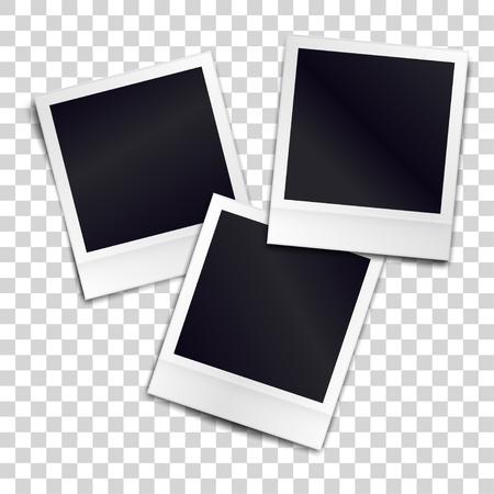 透明な背景の上 3 つの写実的な空白のレトロなフォト フレーム。