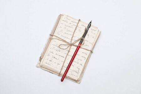 cartas antiguas: Viejas cartas y plumilla