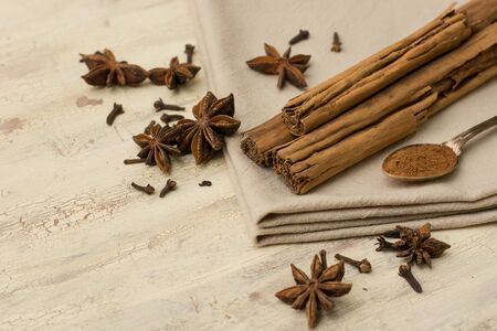 anise: Cinnamon, anise and gloves