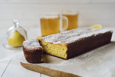 lemon pie: tarta de lim�n y t� Foto de archivo