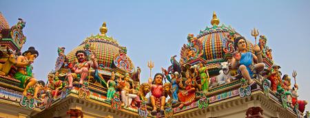 divali: Hindu deity on the roof of the Sri Mariamman hindu temple in Singapore Stock Photo