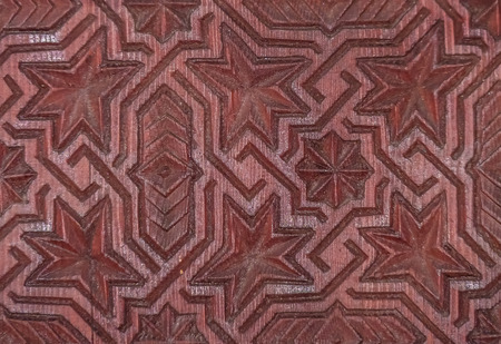 Wood carving of geometrical pattern on a door in Marakech, Morocco Stockfoto