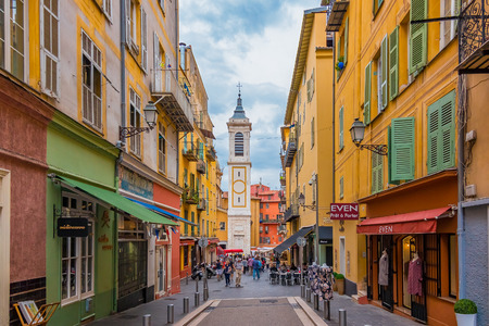 ville: Nice, France - October 6, 2016: View onto famous Place Rossetti and Sainte Reparate Cathedral Basiliquein the Old Town, Vieille Ville in Nice, French Rivier