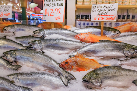 Fresh king salmon and snapper on ice for sale at Pike Place Market in Seattle, Washington Stock Photo