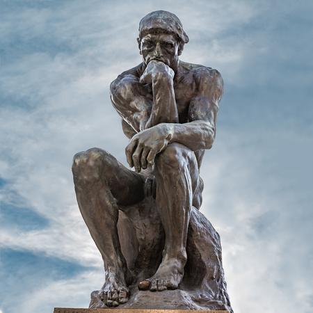 La famosa scultura in bronzo di Auguste Rodin Archivio Fotografico