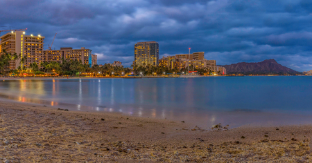 Night view of Waikiki Beach and Diamond Head in Honolulu at night in Hawaii, USA Stock fotó