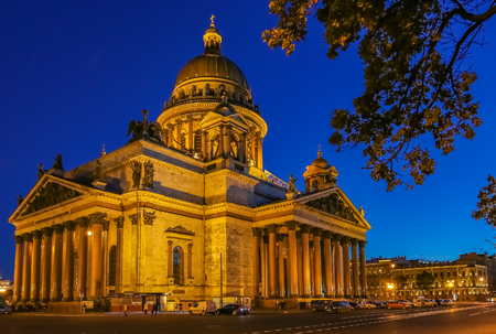 Illuminated facade of Saint Isaacs Russian Orthodox Cathedral in Saint Petersburg, Russia at sunset 版權商用圖片