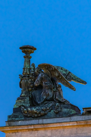 Close up of sculptures of saints on the Saint Isaacs Russian Orthodox Cathedral in Saint Petersburg, Russia at sunset 版權商用圖片