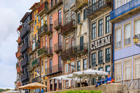 Porto, Portugal - May 29, 2018: Facades of traditional houses decorated with ornate Portuguese azulejo tiles in the famous Ribeira neighborhood 新聞圖片