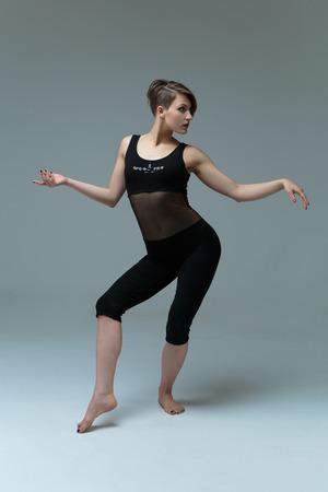 Belle femme danseuse Banque d'images - 81711938