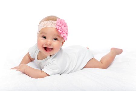 feliz hermosa niña en traje blanco Foto de archivo