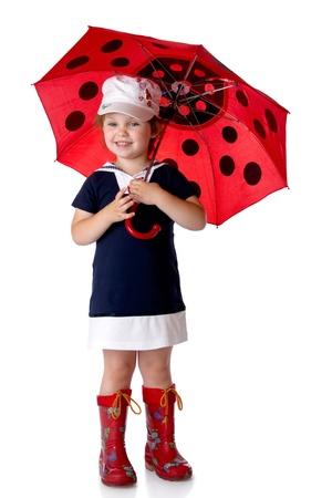 botas de lluvia: La niña con un paraguas y botas de goma. Aislado en un fondo blanco