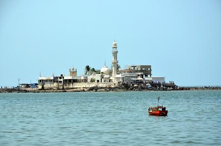 sunni: Mosque  Haji Ali in Mumbai, India