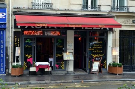 Small pizzeria in Paris, France Фото со стока - 23155973