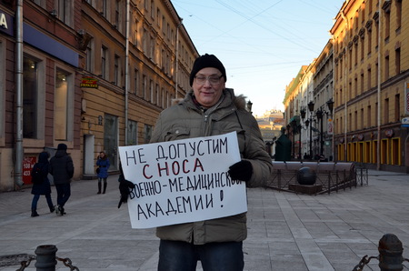 allow: Picket in St. Petersburg. A man with a poster: Do not allow to demolish buildings of the Military Medical Academy