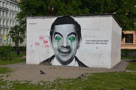 screenwriter: Graffiti. Rowan Sebastian Atkinson � un comico attore britannico e sceneggiatore meglio conosciuto per il suo lavoro sul sitcom Blackadder e Mr. Bean Editoriali