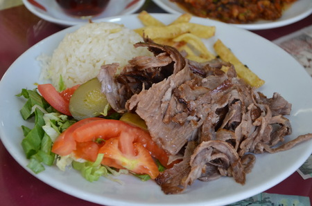 donner: Donner kebab and chips served with salad and steamed rice - traditional turkish dish Stock Photo