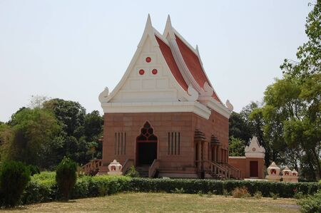 sarnath: Buddhist Temple in Sarnath, Varanasi, India