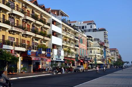phnom penh: Sisowath Quay in Phnom Penh, Cambodia