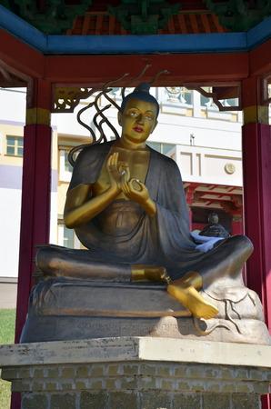 이리, KALMYKIA, 러시아 - 2017-7 월 28 일 - 불교 복잡 한 부처님의 황금 수도원 Shakyamuni. 훌륭한 교사 Nagarjuna