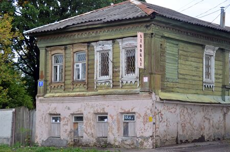 PAVLOVSKY POSAD, RUSSIA - AUG 18, 2019 - Old small house in Pavlovsky Posad, Moscow Region Éditoriale