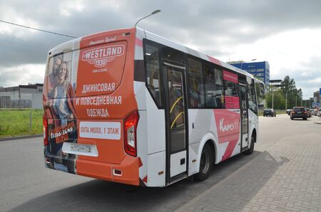 SAINT-PETERSBURG, RUSSIA - AUG 13, 2019 - Free bus from Novocherkasskaya metro station to the Okhta Mall shopping and entertainment center in St. Petersburg, Russia Éditoriale