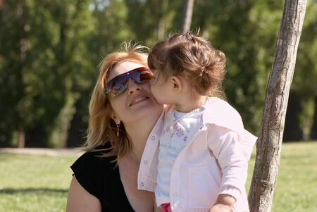 glases: Mother and daughter in the park in summer Stock Photo