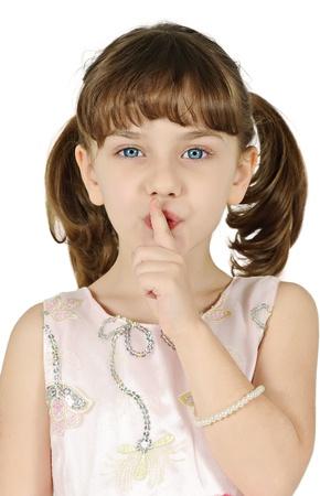Meisje gebaren stilte teken geïsoleerd op witte achtergrond