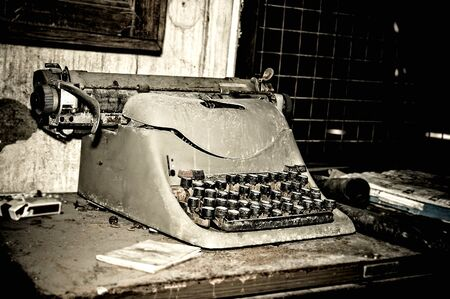 An old antique typewriter Stock Photo - 14017285