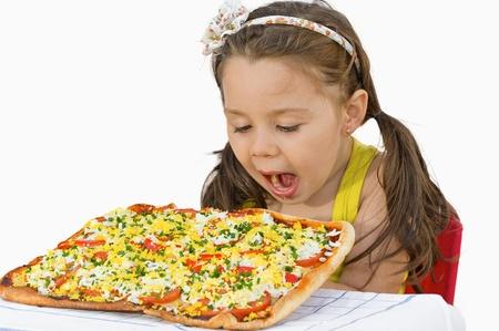 Meisje eet pizza Stockfoto