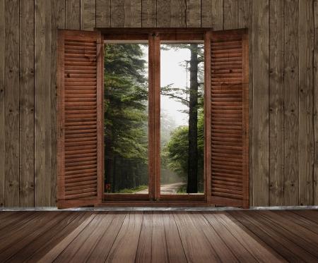 habitacion desordenada: habitaci�n de madera con una ventana con vistas al jard�n Foto de archivo