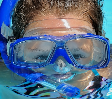 scuba goggles: little girl in the swimming pool