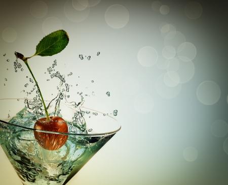 glas met kersen