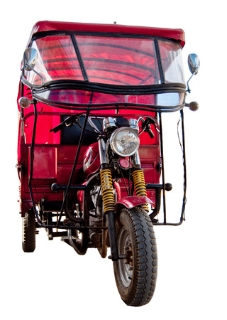 rikscha: Red motor rickshaw taxi isolated on white. Traditional oriental transport Lizenzfreie Bilder