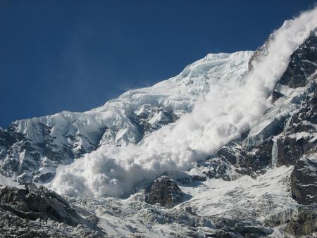 Sehr große zerstörerische Lawine von Annapurna Süd vom Basislager, Nepal