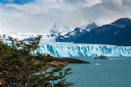 glaciares: Perito Moreno Glacier in Los Glaciares National Park, Patagonia, Argentina