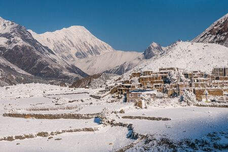 Isolated tibetian mountain village in Himalayas Stock fotó