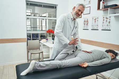 Passive stretch of the patient quadriceps by a physical therapist