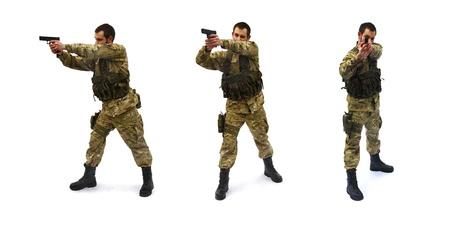 hombre disparando: con el objetivo de fondo de soldado blanco Foto de archivo
