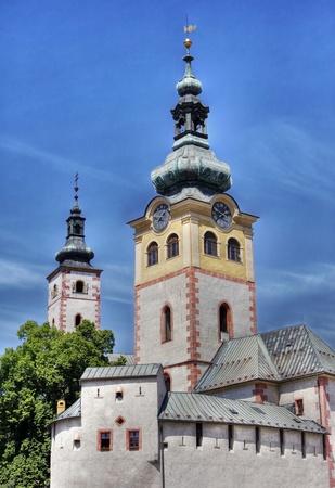 gothic castle: castillo g�tico iglesia en Eslovaquia Foto de archivo