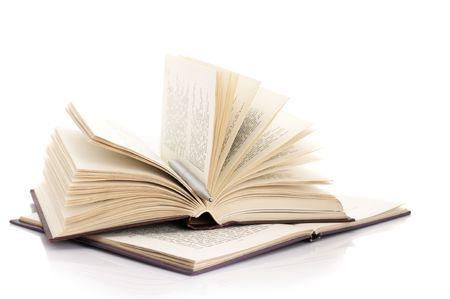 libros abiertos: Dos abren libros y l�piz aislados sobre fondo blanco.