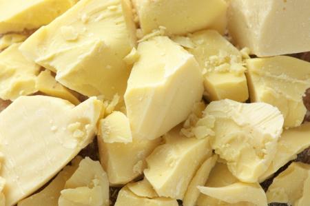 チョコレートの成分: みじん切りのココアバターのクローズ アップ。
