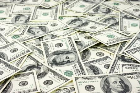 dollaro: Un centinaio di dollari si accumulano come sfondo.