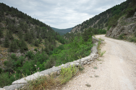 lacet: Mountain road in canyon.