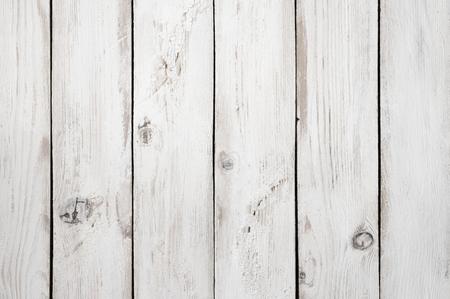Wijnoogst sjofel wit geschilderd hout textuur als achtergrond.