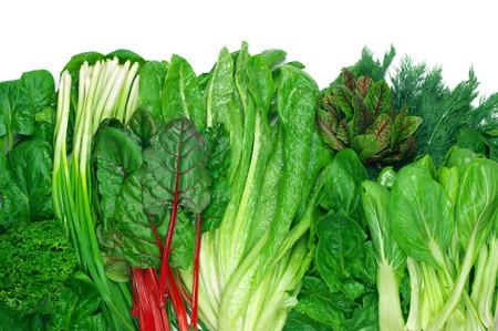 légumes vert: les légumes verts Vaus dans la rangée sur fond blanc. Top point de vue.